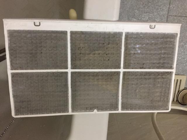 浴室乾燥機能付き換気扇のフィルター写真