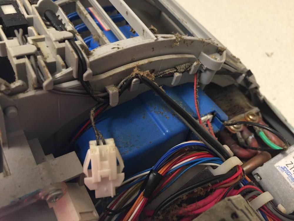 エアコンのお掃除ロボのコードの部分