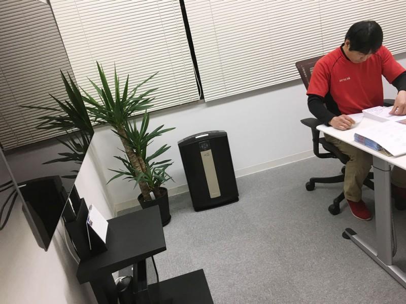 作業中 空気清浄器